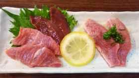 Carne cruda de cerdo servida en un restaurante japonés antes de que fuera prohibido.