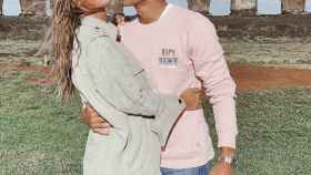 María Pombo y Pablo Castellano, en Easter Island.