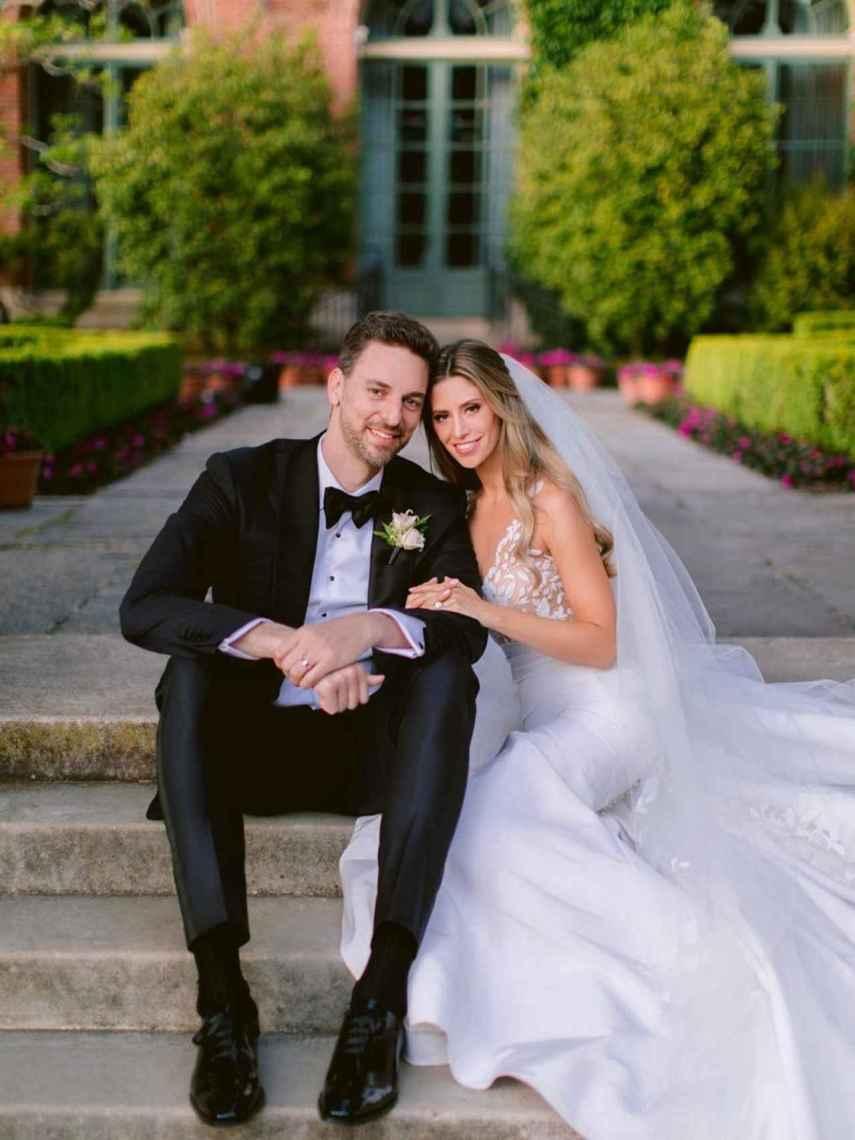Pau Gasol y su esposa, en su foto de recién casados.