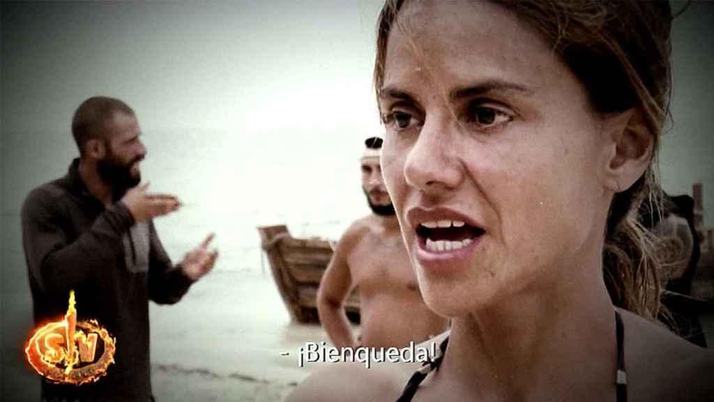 Mónica Hoyos cargando contra Omar Montes en 'Supervivientes'.