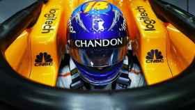 Fernando Alonso dentro del McLaren MCL33
