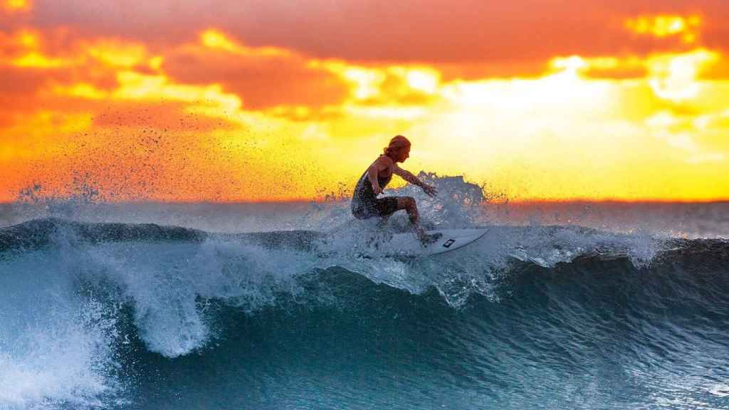 El surf no es un deporte solo para el verano