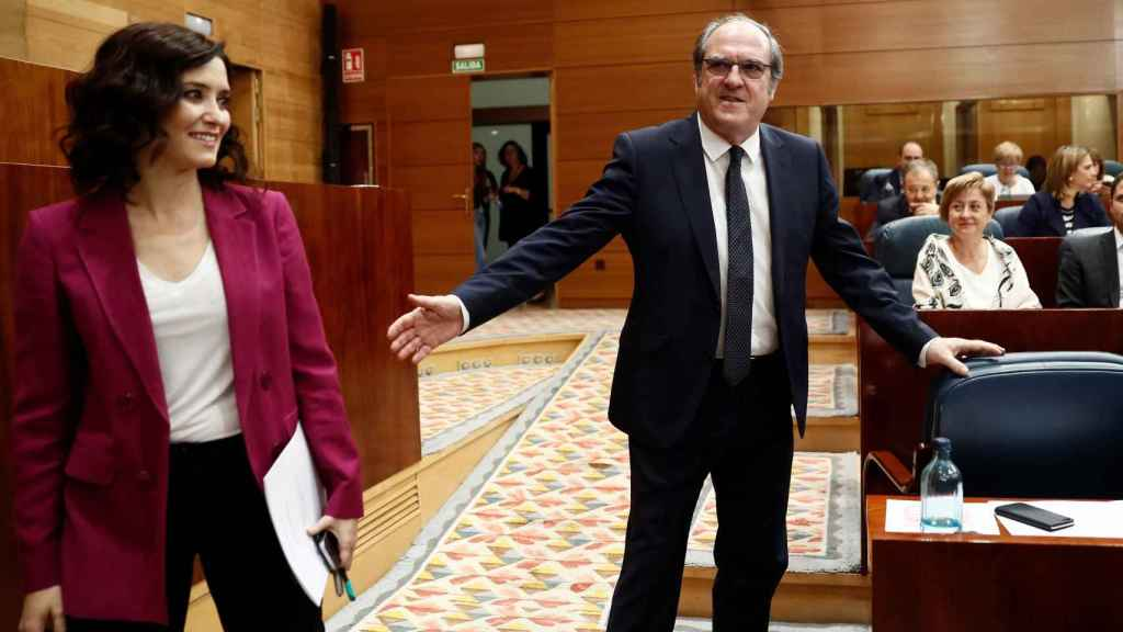Isabel Díaz Ayuso y Ángel Gabilondo, en la Asamblea de Madrid.