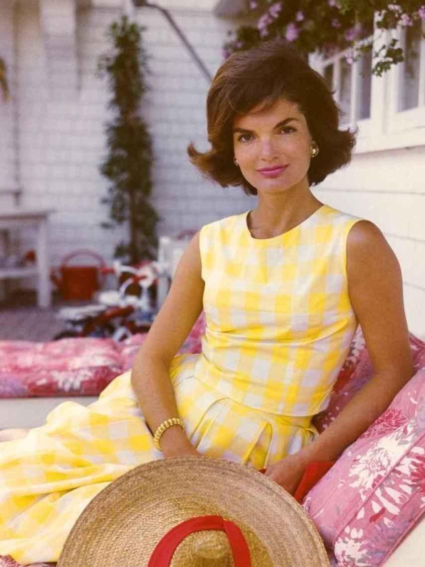 Jackie, posando en el porche de su residencia de verano.