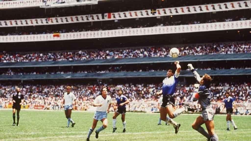 Maradona y la mano de Dios.