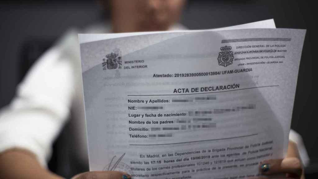 La denuncia que María presentó en una comisaría de Madrid.