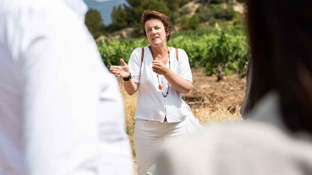 María Larrea, enóloga jefe de CVNE, en el viñedo de la bodega en la Rioja Alta.