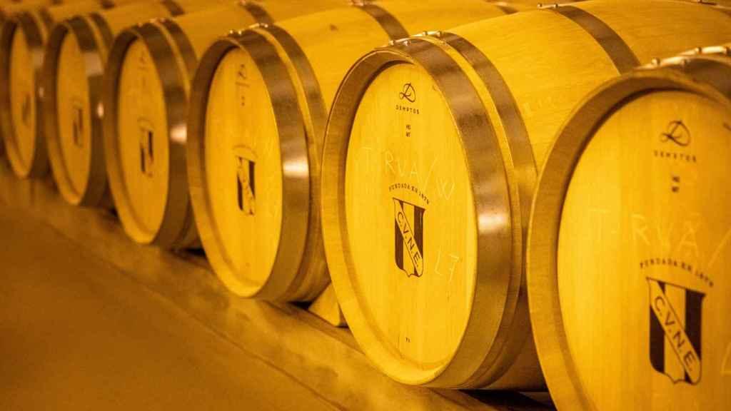 Barricas descansando en la bodega CVNE (Haro, Rioja).