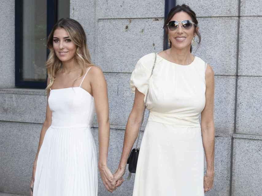 Paz Padilla fue el principal apoyo de su hija en el día de su graduación.