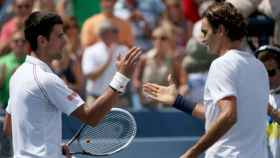 Novak Djokovic y Roger Federer, en Wimbledon