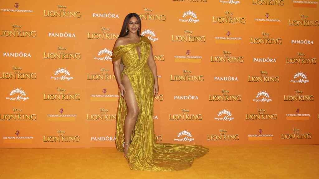 Beyoncé, que interpreta a la leona Nala en 'El Rey León', posa en el 'photocall'.