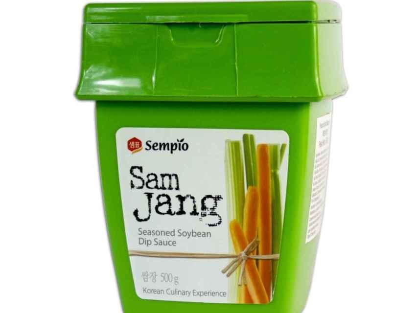Fotografía de un paquete de 500gr de pasta de soja sazonada