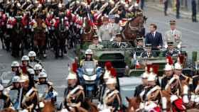 Emmanuel Macron presidiendo el desfile en el Día Nacional de Francia.