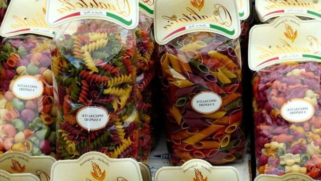 Varias pastas de colorines