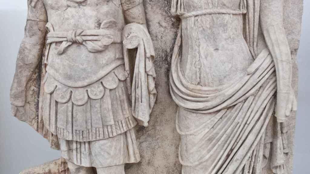 Agripina la Menor coronando a su hijo Nerón.