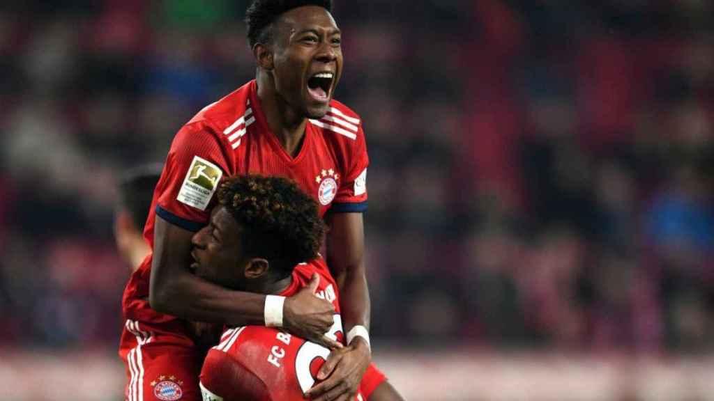 Alaba, junto a Coman, durante un partido del Bayern