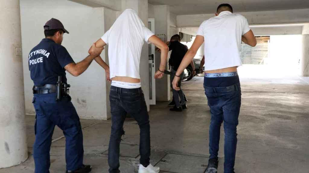 Dos de los sospechosos detenidos por la policía chipriota