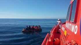 Una patera rescatada por Salvamento Marítimo.