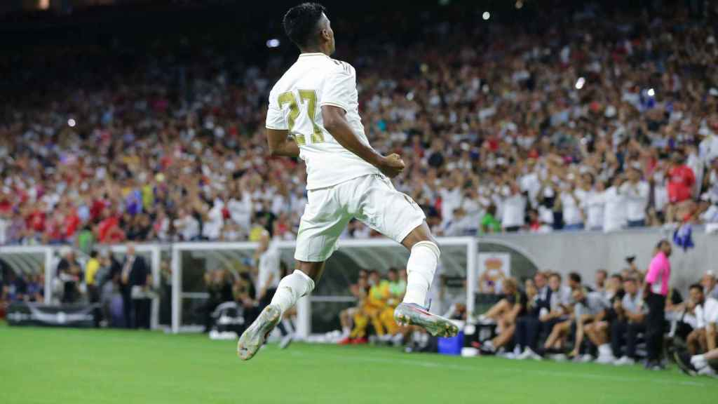 Rodrygo celebra su primer gol con el Real Madrid ante el Bayern en Houston.
