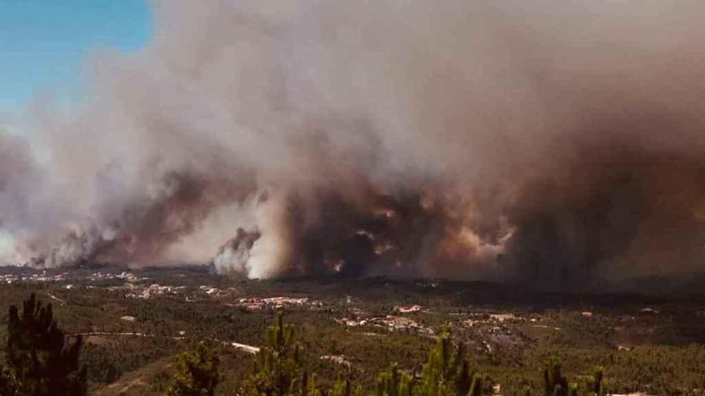 Cuatro incendios en el centro de Portugal movilizan a medio millar de bomberos.