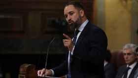 El líder de VOX, Santiago Abascal, interviene en la primera jornada del debate de investidura .