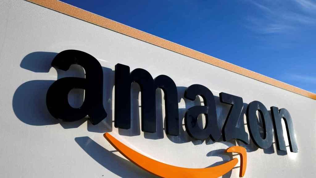 El logo de Amazon, en uno de sus centros logísticos.