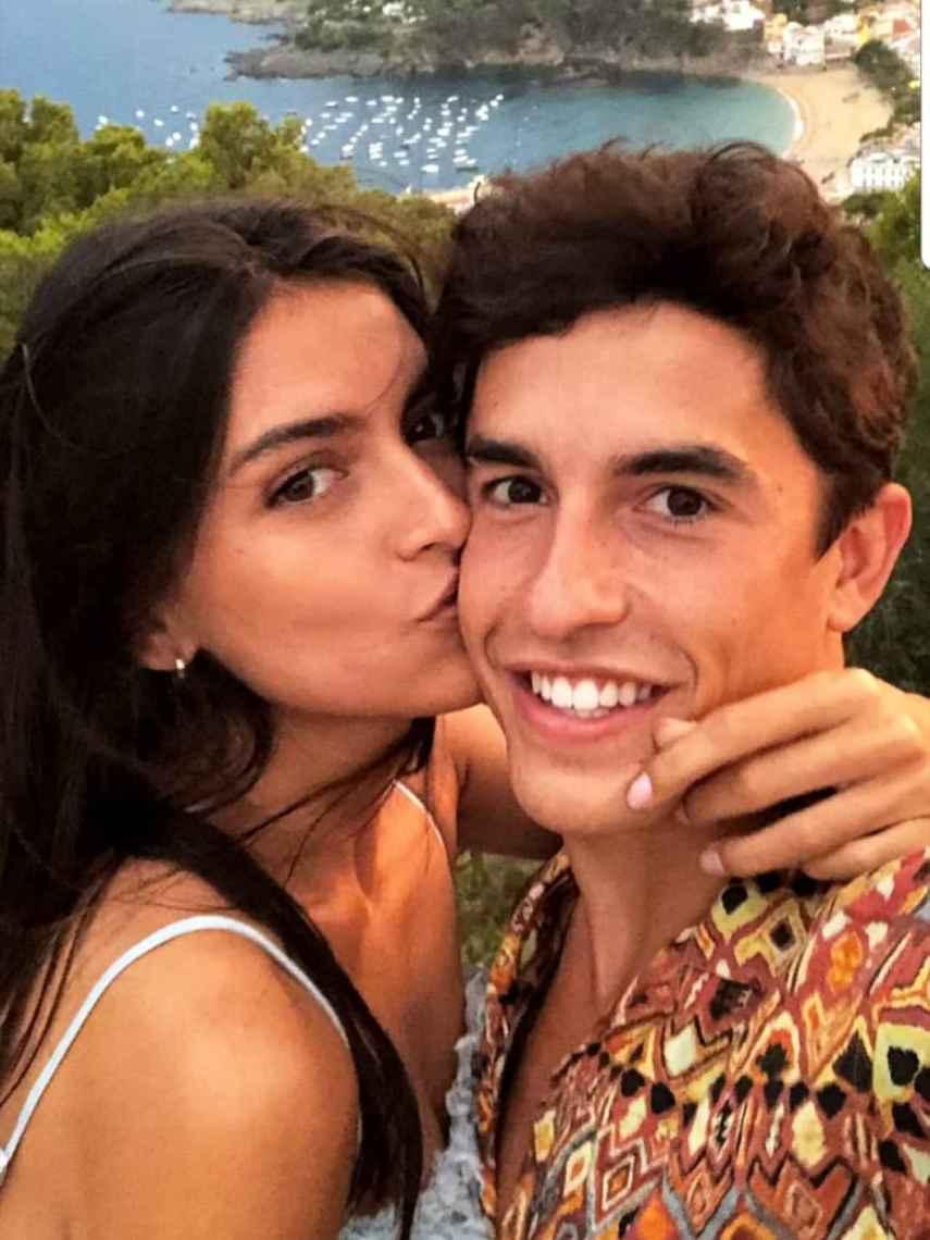 Lucía Rivera ha compartido una fotografía con Marc Márquez en la que aparecen en actitud cariñosa.