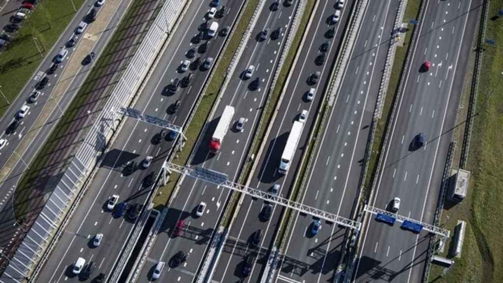 Imagen aérea de una autopista española.