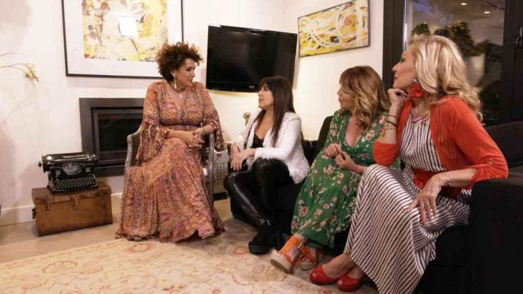 Irma, Loles,  Belinda y Rosa, en casa de la primera.