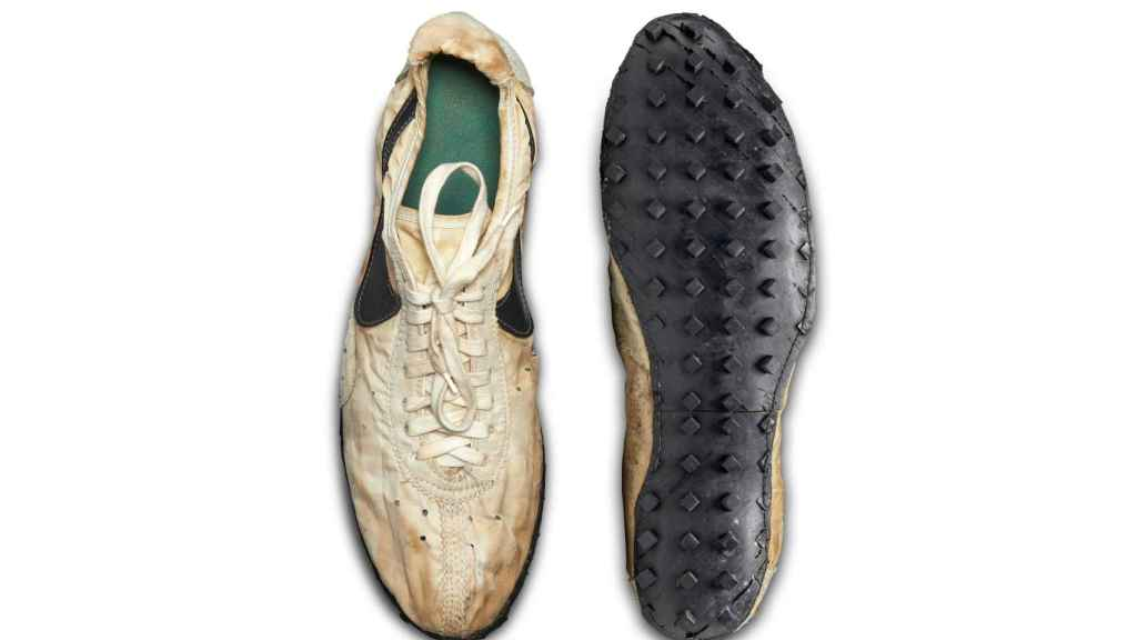Zapatillas de Nike subastadas por más de 435.000 dólares.