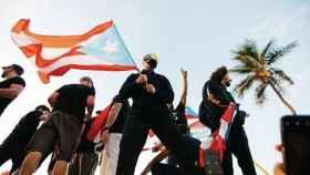 Bad Bunny participando en las protestas de Puerto Rico.