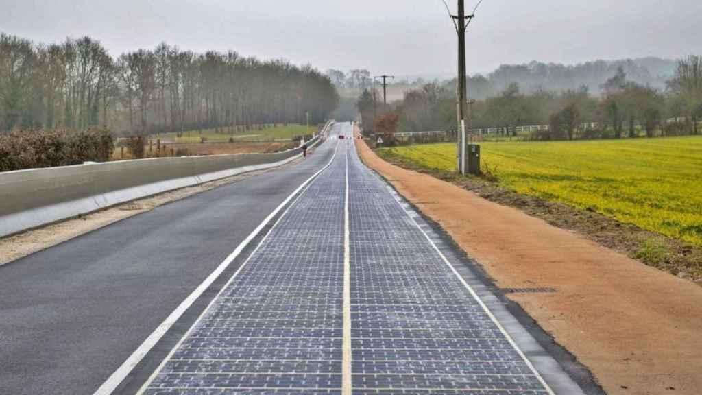 Carretera de paneles solares en Francia.
