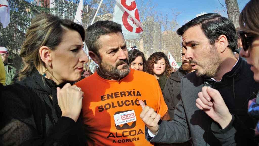 Yolanda Díaz y Alberto Garzón en una manifestación de trabajadores de Alcoa frente al Ministerio de Industria.