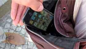 Imagen de archivo del robo de un móvil