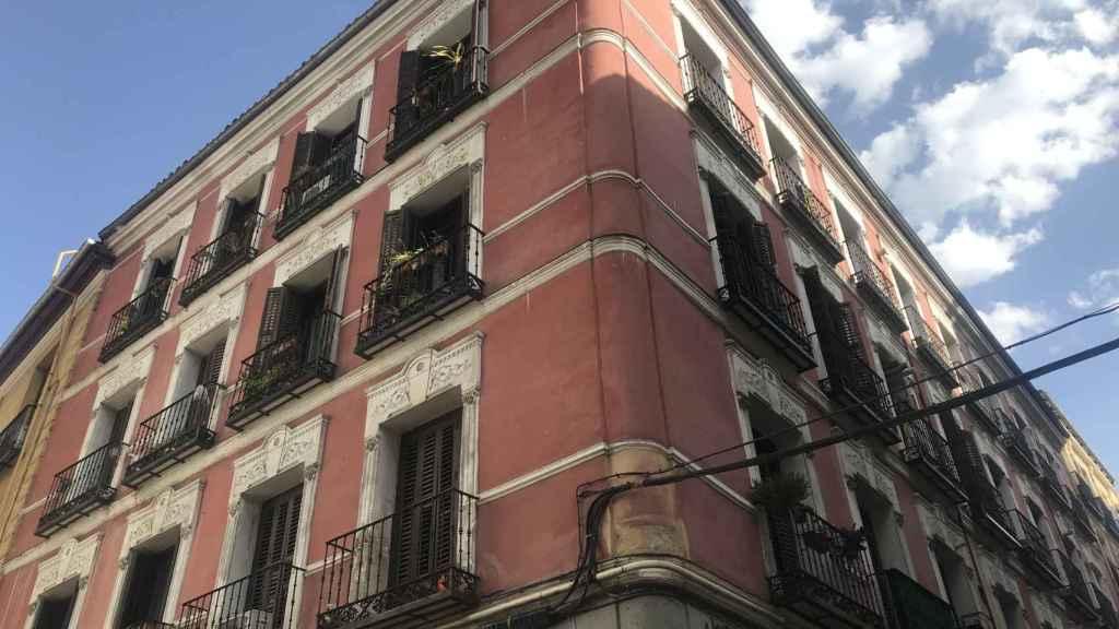 El edificio del número 3 de la calle Antonio Grilo, en Malasaña.