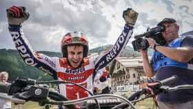 Toni Bou, tras proclamarse campeón  del mundo por vigésimo sexta vez, en el GP de Francia.