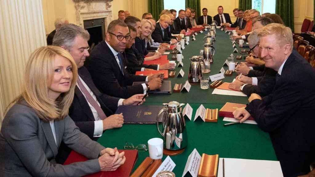 Primera reunión de Boris Johnson con su gabinete.