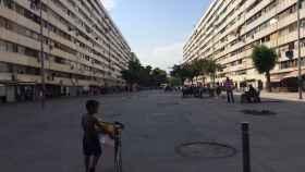Una estampa clásica de La Mina, en su calle central