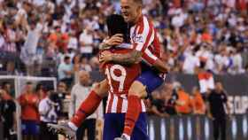 Los jugadores del Real Madrid celebran el gol de Diego Costa