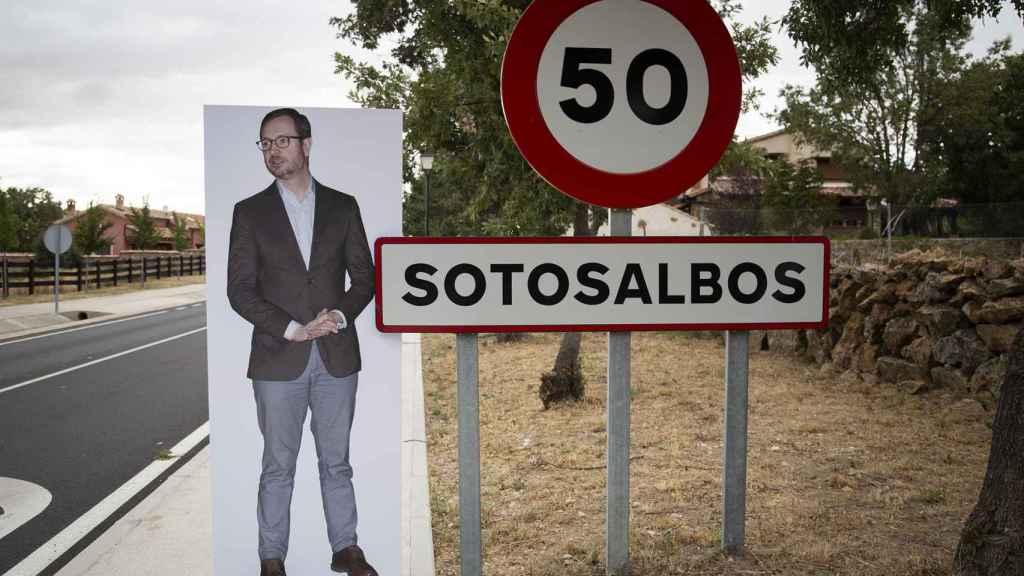 Javier Maroto llega a Sotosalbos, un pueblo de apenas 113 habitantes donde nadie lo conoce.