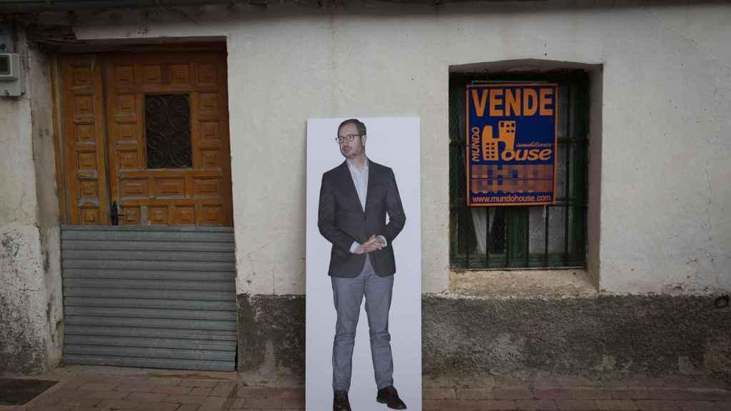 Entre el ayuntamiento y la plaza, se vende una casa. ¿Será la de Javier Maroto?