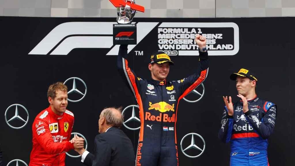 Verstappen celebra su victoria en el Gran Premio de Alemania de Fórmula 1.