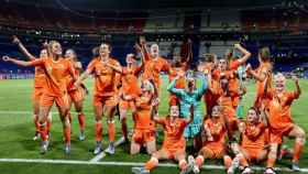 El equipo femenino del Ajax de Ámsterdam. Foto: Twitter (@AjaxVrouwen)