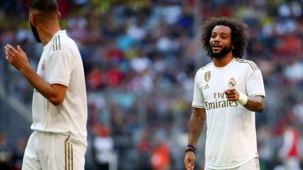 Benzema y Marcelo hablan durante el partido frente al Tottenham