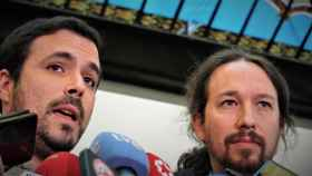 Alberto Garzón, líder de IU, y Pablo Iglesias, secretario general de Podemos.