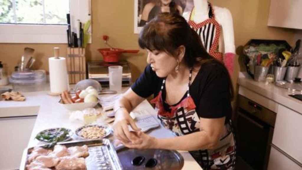 Loles León fue la encargada de cocinar en la nueva entrega de 'Ven a cenar conmigo: gourmet edition'.