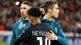 Neymar y Cristiano Ronaldo, juntos durante un partido de Champions entre PSG y Real Madrid