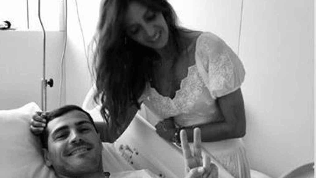 Sara Carbonero e Iker durante el ingreso del futbolista.