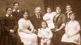 Lionel Harris y su familia.