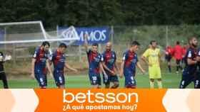 Jugadores del Huesca celebran un gol